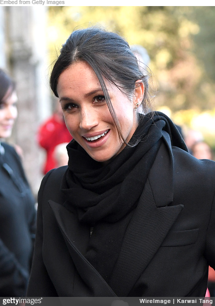 Meghan Markle wears Everlane The Cashmere Scarf