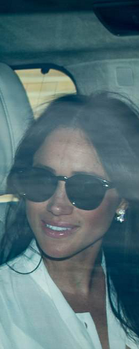Ray-Ban Black Highstreet Round Sunglasses as seen on Meghan Markle