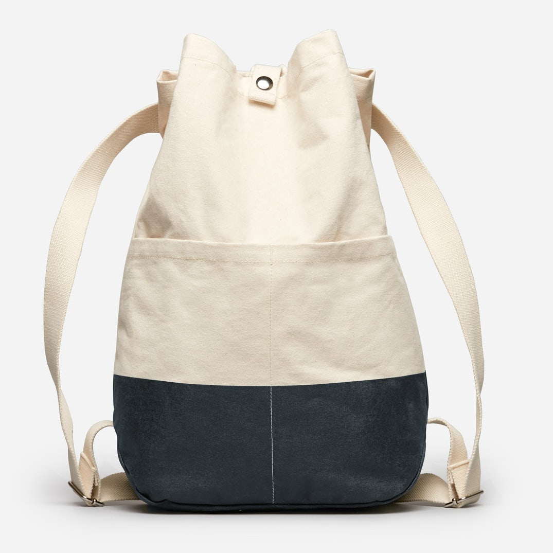 Everlane The Beach Canvas Backpack in Natural/Dark Navy